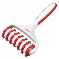 gekartelde deegsnijder uit kunststof wit en rood 19.5x12.5x4.5cm  Westmark